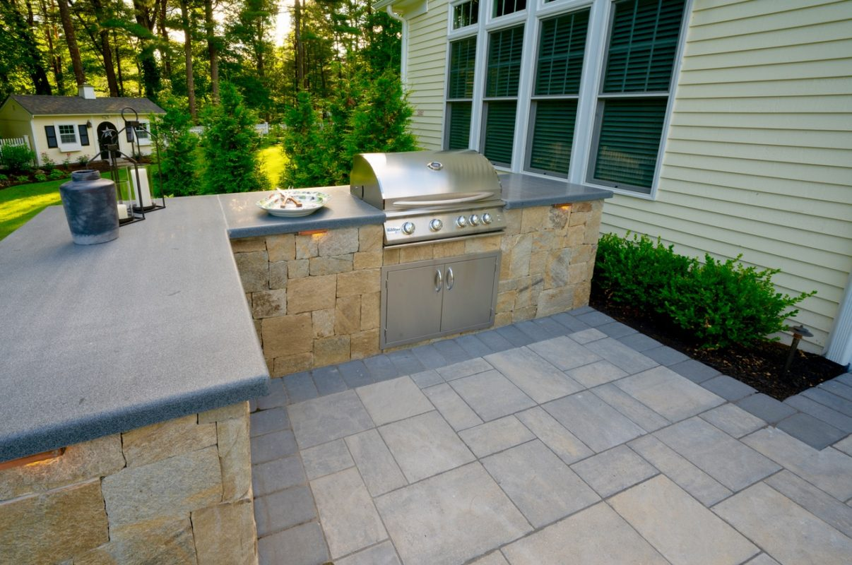 Photo of the built-in, outdoor grill.
